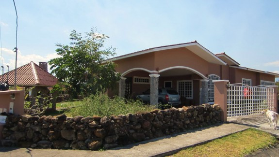 Mountain View Home with Pool For Sale in Boquete, Chiriqui, Panama